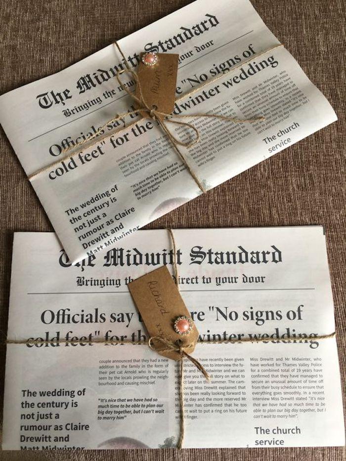 zwei Einladungen in der Form von Zeitungen mit dem Namen der Eingeladenen - Beispiele