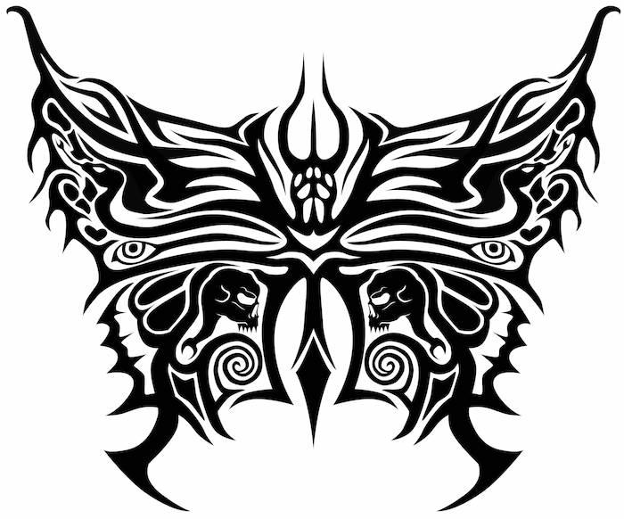 eine außergewöhnliche idee für einen schwarzen tattoo mit einem schmetterling, totenkopf, schlangen und zwei schwarzen flügeln