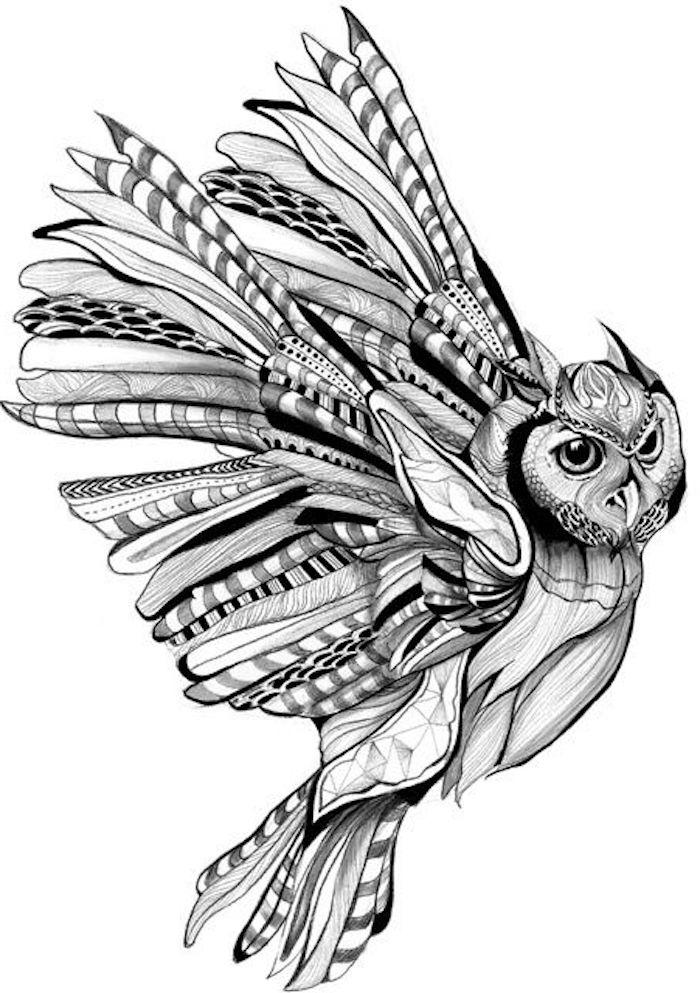 idee für einen kleinen schwarzen eulen tattoo mit einer weißen eule mit langen federn und schwarzen augen