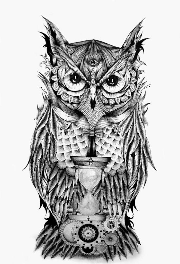 eine eule mit drei augen und eine uhr - idee für einen owl tattoo