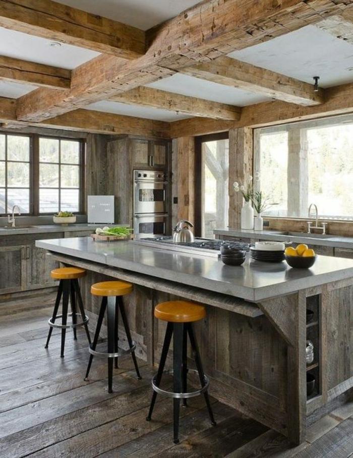 retro küche rustikal mit holz balken und holz theke kleine hocker