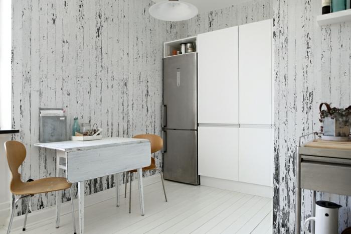 shabbz chic weißer klapptisch großer kühlschrank und weiße küchenfronten