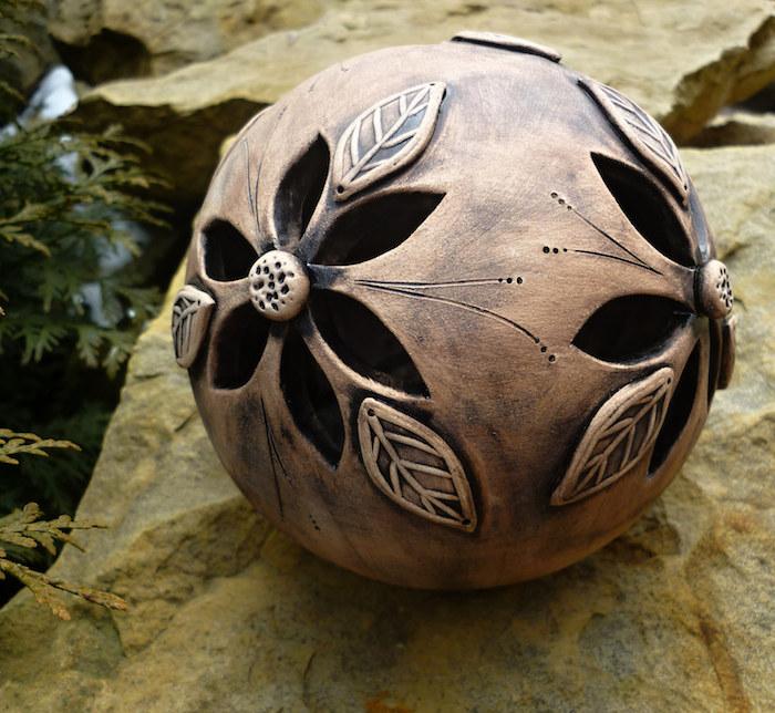 dekoratives Gegenstand mit Blumenmotiven aus Keramik, Ton brennen, Ton gestalten