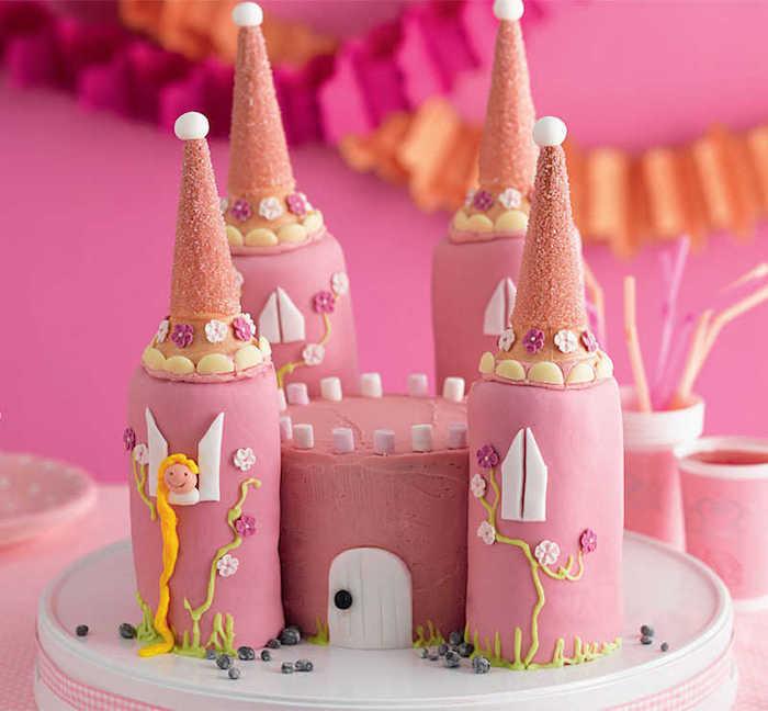 kinder torten, prinzess-torte in form von schluss dekoriert mit rosa fundant
