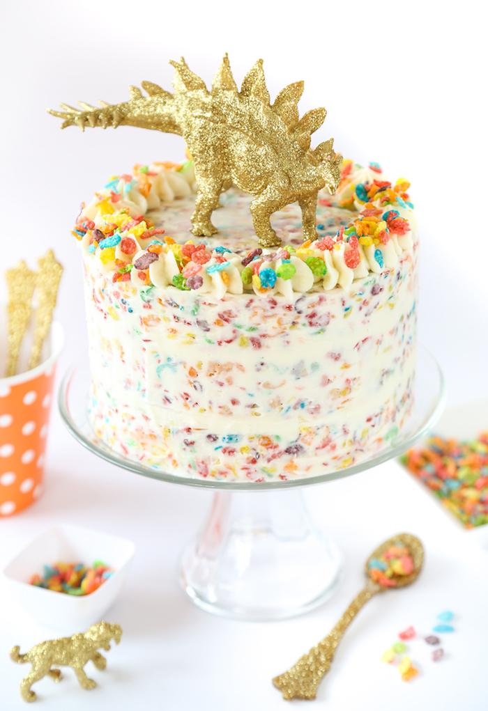 kindergeburtstagstorte mit buttercreme, bonbons und marshmallows selber machen