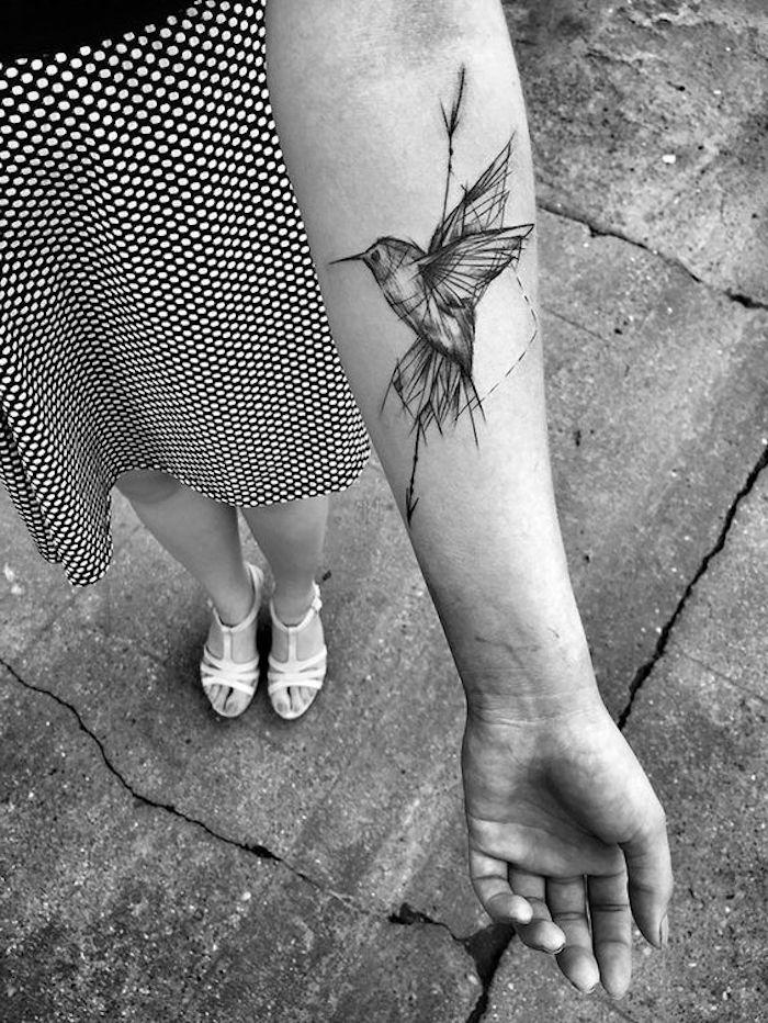 beliebteste tattoos, kleine tätowierung am unterarm, vogel