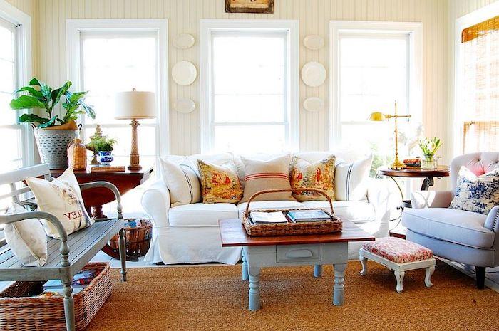 shabby möbel, wohnzimmer einrichten und dekorieren, weißer sofa, grauer sessel, kaffeetisch