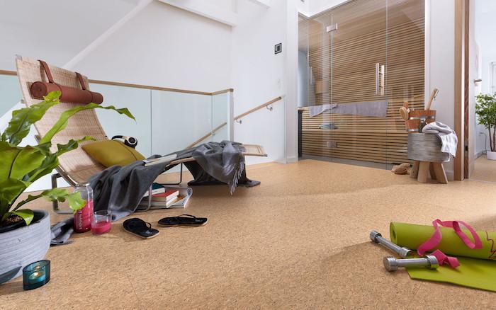 Home-Fitness mit weichem Boden, Sauna in der eigene Wohnung, Fitnessgeräte