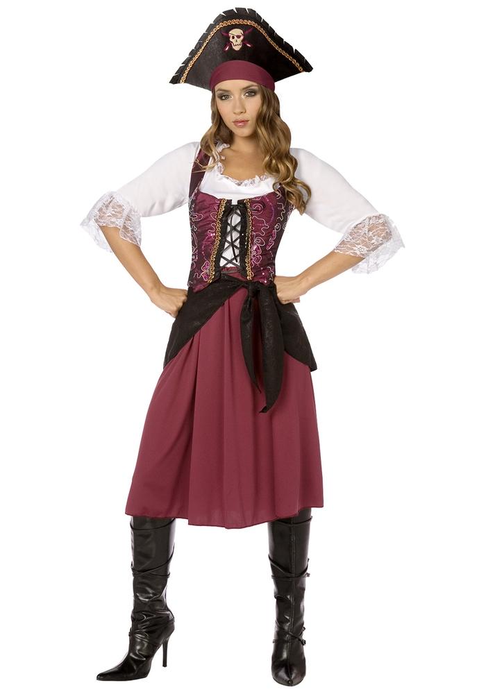 Maskenall organisieren, Piratenkostüm für Damen, dunkelroter Rock und weißes Hemd, Piratenhut und Lederstiefel