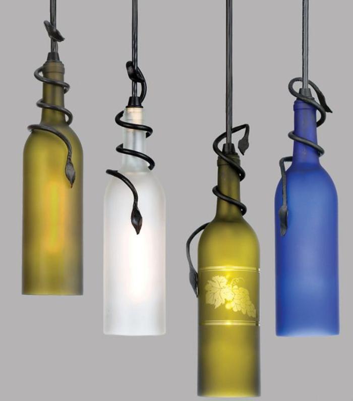Lampen aus Weinflaschen selbst gemacht, drei verschiedene Farben, Hingucker im Zimmer