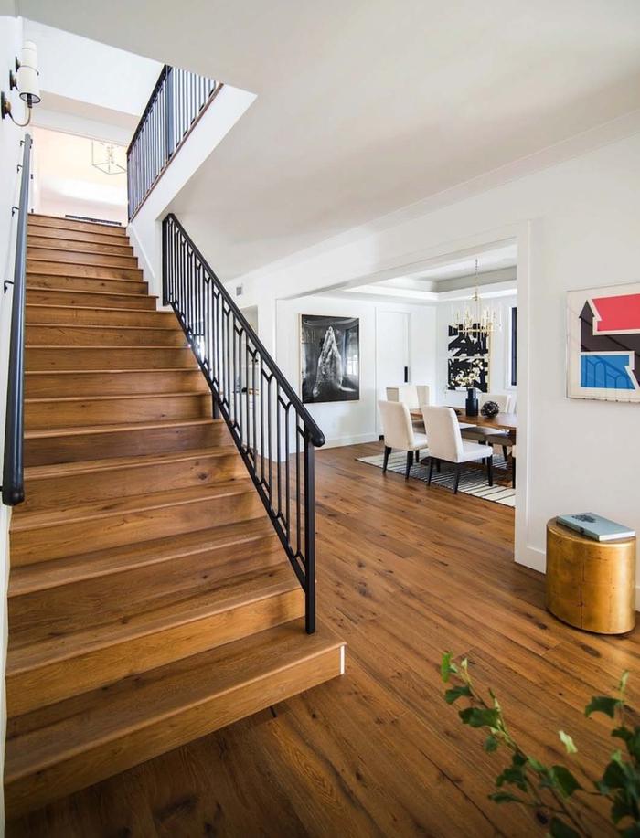 im Landhausstil einrichten, natürliche Materialien, Holzleder und -Boden, weiße Wände