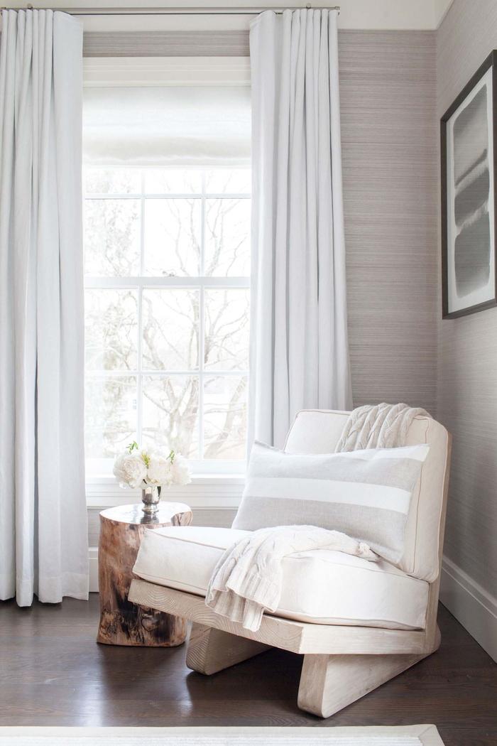 höchsten Komfort zuhause schaffen, weißer Sessel, Tisch-Stamm, weißer Hortensienstrauss