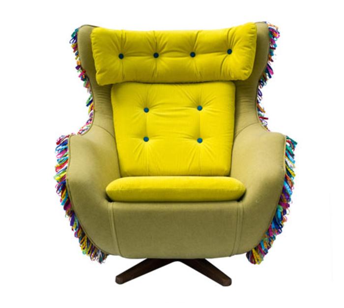 Vintage-Möbel, bequemer Sessel, grelle Farbe, Einrichtungsideen fürs Wohnzimmer