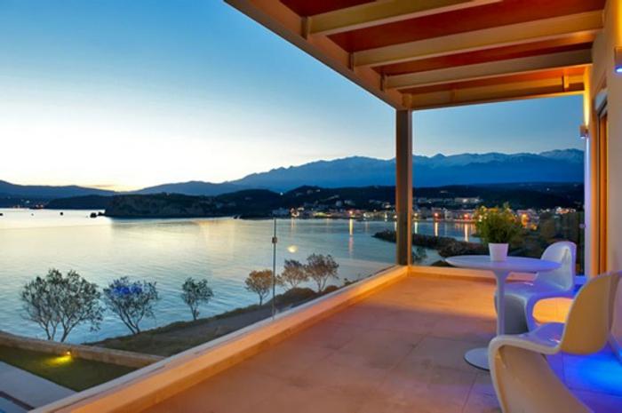 Terrassenüberdachung und Balkonüberdachung aus Holz moderne Gartenmöbel