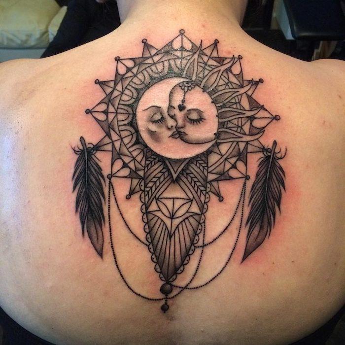 die sonne und der mond - idee für einen tattoo mit einem großen schwarzen traumfänger auf dem nacken