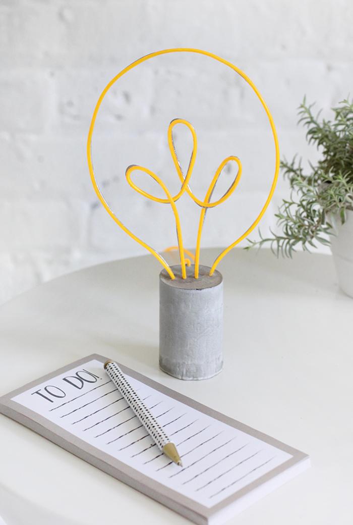 kreative Ideen zum Inspirieren, Nachttischlampe- Glühbirne, das eigene Zuhause einzigartig einrichten und dekorieren