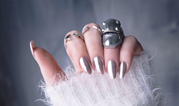 nailart bilder, chrome nägel zum selbermachen, silberne ringe