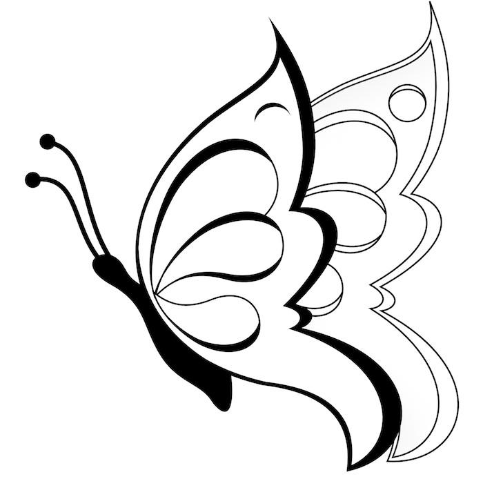 hier zeigen wir ihnen noch eine idee für einen tattoo mit schmetterling mit zwei großen weißen flügeln
