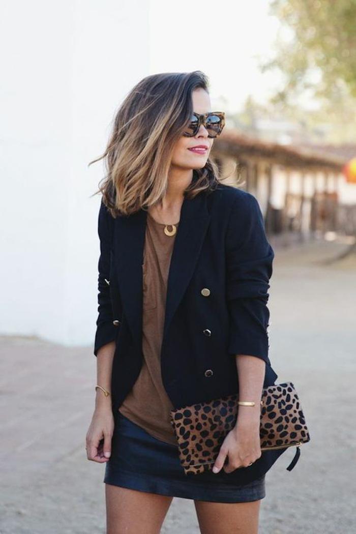 ansatz dunkel spitzen hell haarstil und outfit sollen aneinander passen tolle model leoprint tasche