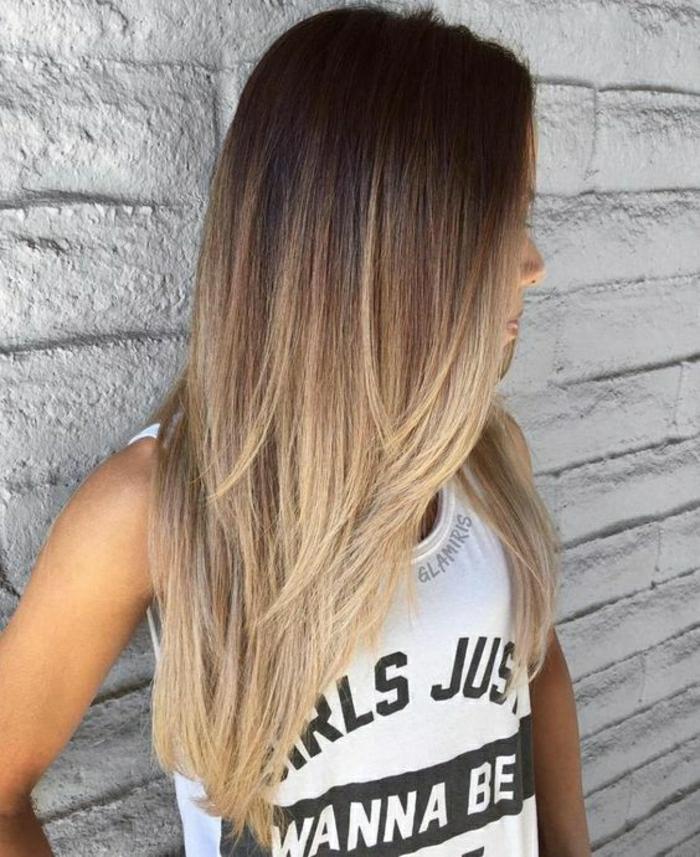 lange glatte haare balayage ombre look modische frisur blond spitzen