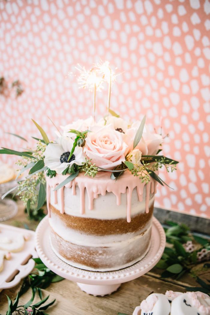 Geburtstagstorte selber zubereiten und mit echten Blumen und Blättern dekorieren