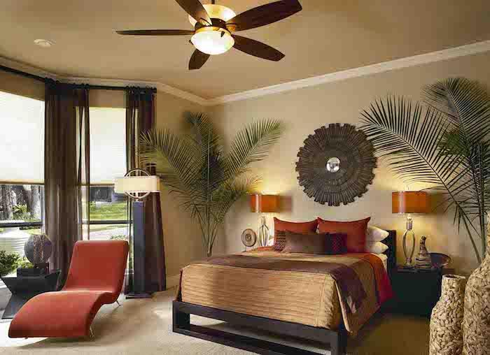 zwei Bergpalme in Schlafzimmer in den dunklen Ecken - Pflanzen, die wenig Licht brauchen