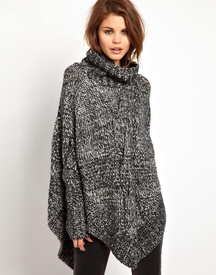 Poncho in schwarzer und weißer Farbe, sieht wie ein Kleid aus - Poncho häkeln einfach