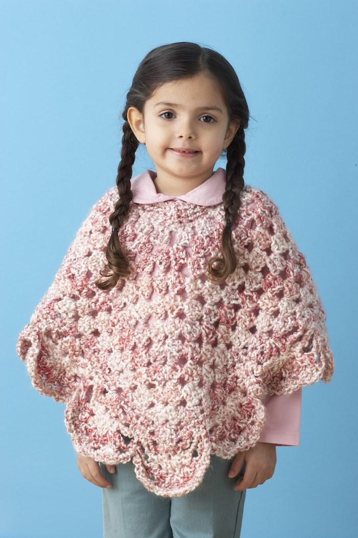 rosa Poncho für ein niedliches Mädchen mit rosa Bluse Poncho häkeln einfach