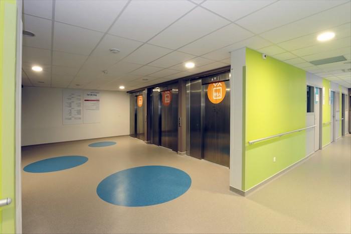 PVC Bodenbelag drei blaue Kreise interessante Kombination aus Farben - grün, gelb und weiß