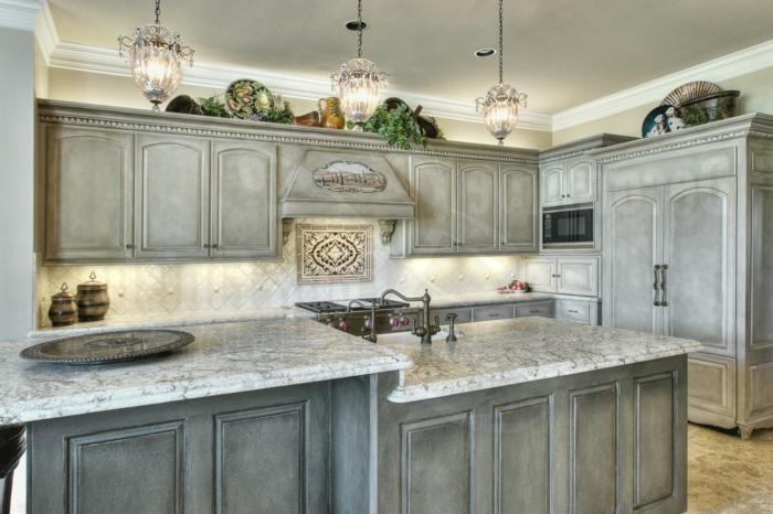 shabby style küchenfronten grau und marmor arbeitsplatte