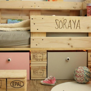 Kinderbett aus Paletten selber bauen - Palettenmöbel Ideen