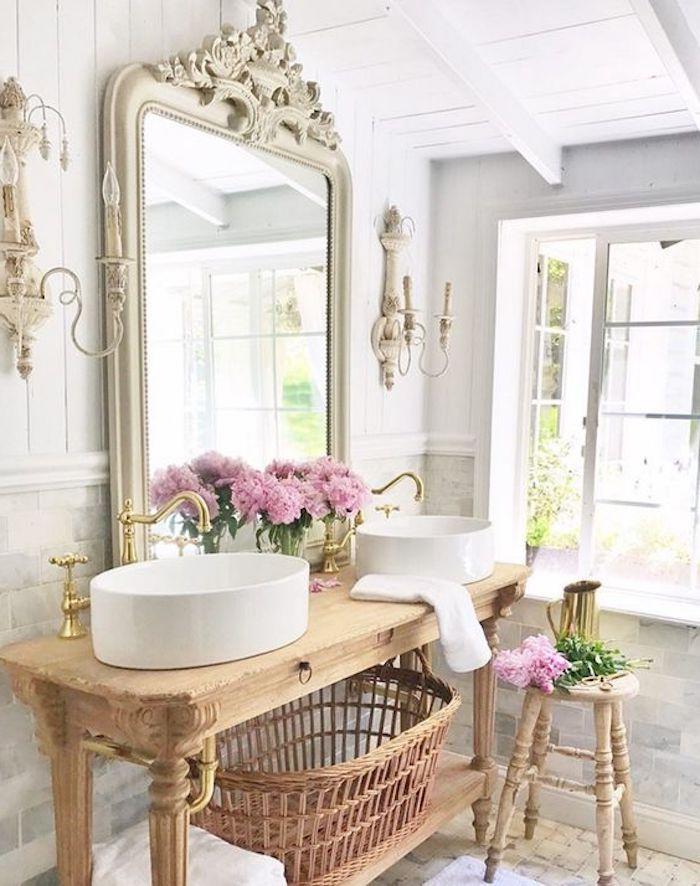 shabby möbel, großer spiegel mit goldenem rahmen, badezimmer einrichten