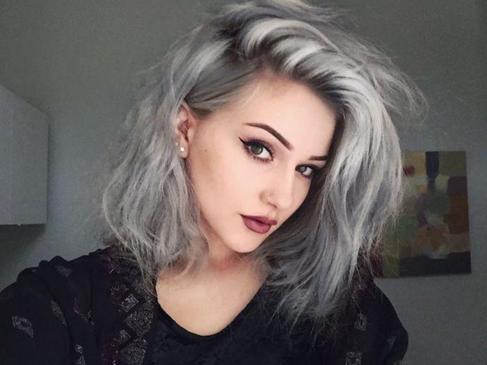 dame mit natürlichem make-up und langer bob-frisur