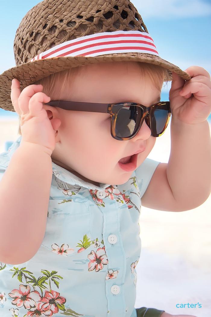 strandbekleidung der moderne kleine gentleman brille hut und hawai hemd