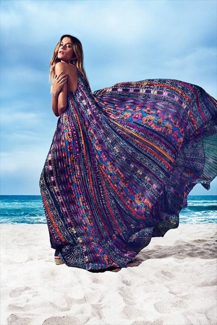 strand pareo langes kleid extravagant exotisch lila farbe akzente legen model
