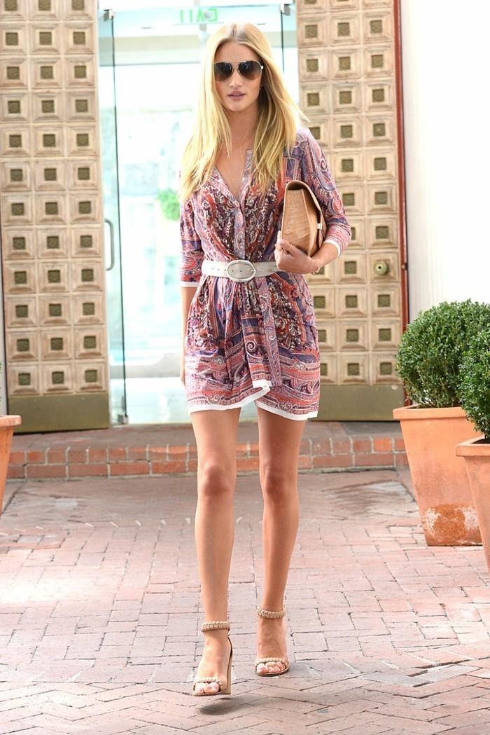 strandbekleidung tolle outfit für den strand tasche aus stroh brille blonde frau