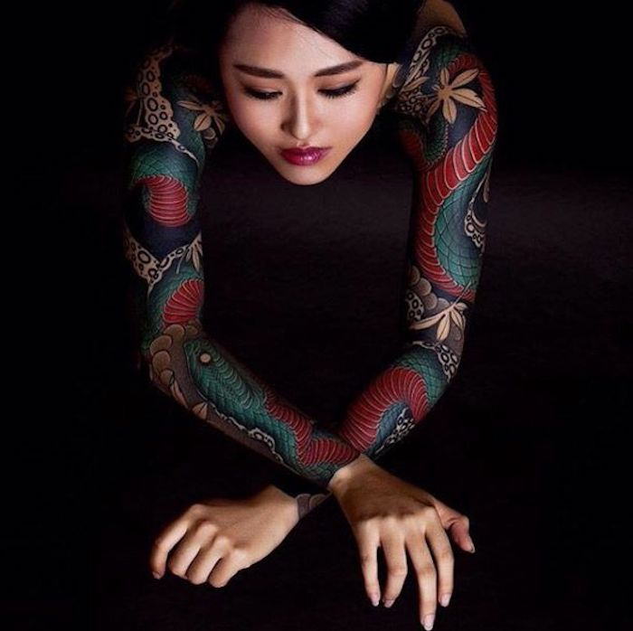 schöne tattoos, bunte japanische tätowierungen, blaue schlange