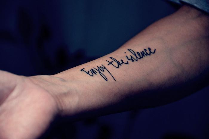 Tattoo am Unterarm, Enjoy the silence Tattoo in Schreibschrift, Tattoo Schriften Ideen