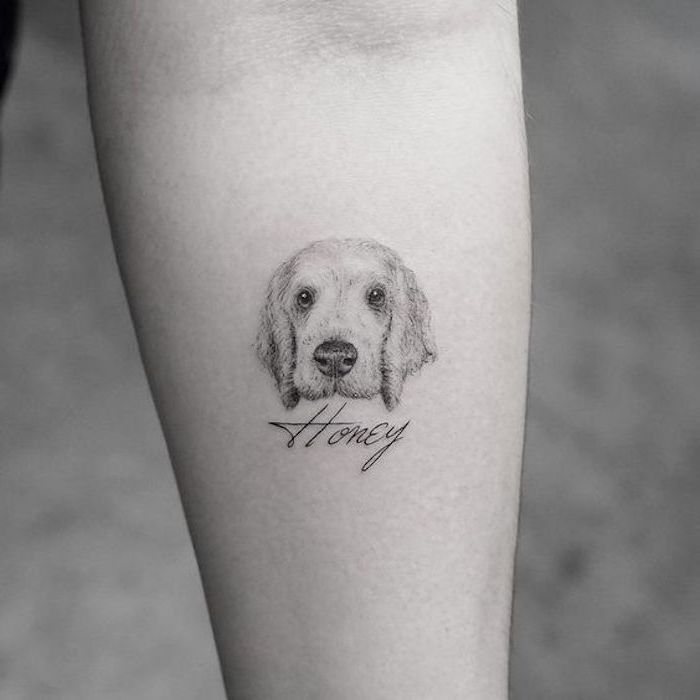 permanente Hautzeichnung, weißer Hund mit dem Namen Honey