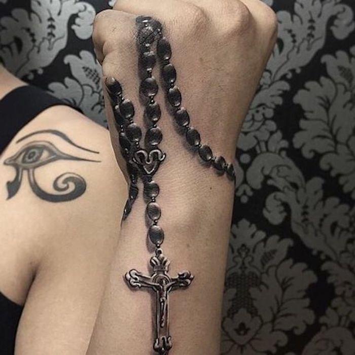 religiöse Symbole, schwarzer Rosenkranz mit Kreuz, Auge des Re