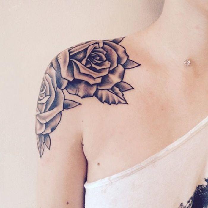 tattoo schulter, rosen tattoo in schwarz und grau
