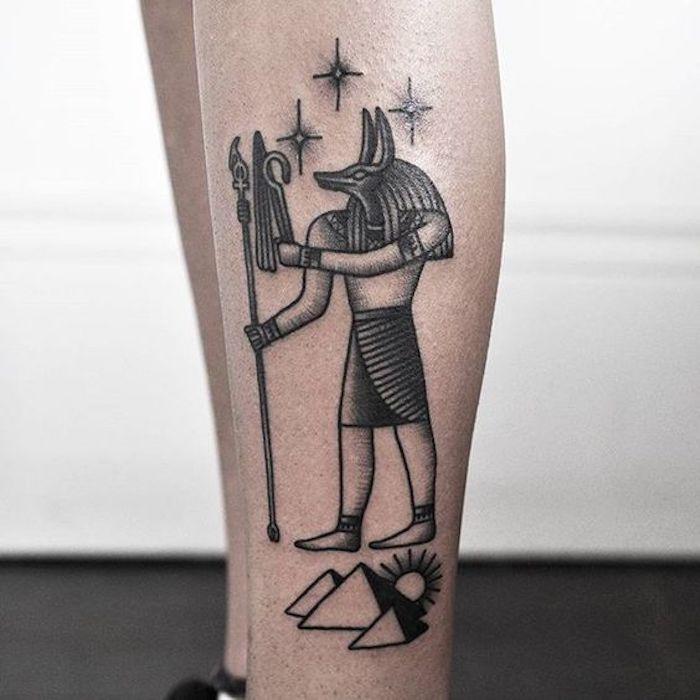 ein Tattoo von Ägypt der Gott von Tod - ägyptische Symbole und Sterne all black Tattoo