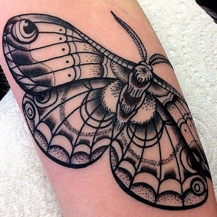 ein schöner Schmetterling - Tattoo realistic Tattoo geometric all black Tattoo