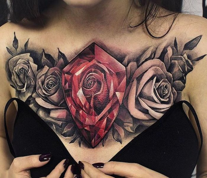 tattoo vorschläge für frauen, tätowierung mit rosen am brust