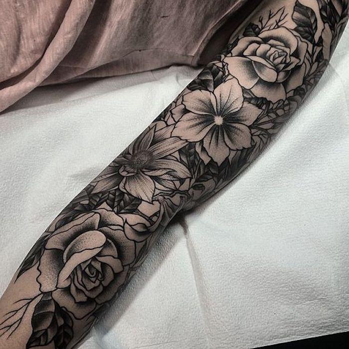 sleeve tattoo vorschläge für frauen, tätowierung mit blumen
