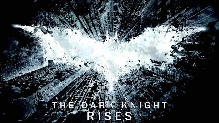 poster von dem nolans film the dark knight rises und einer der batman logos