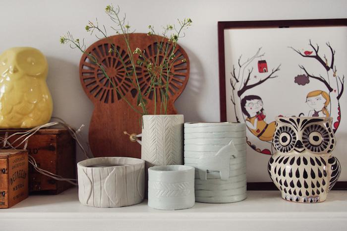 Töpferarbeiten von Kindern, Leuchter aus Ton, Deko für Kinderzimmer, Eule aus Holz, Eule aus Keramik