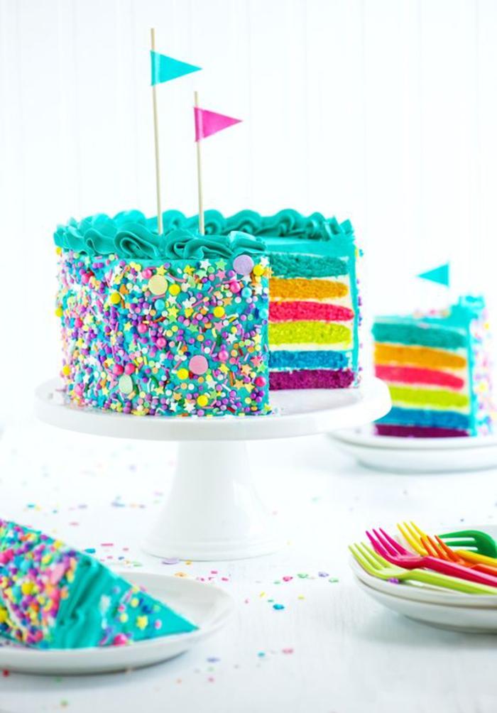 """Geburtstagstorte """"Regenbogen"""", bunte Tortenböden, eine schöne Idee für Kindergeburtstag"""