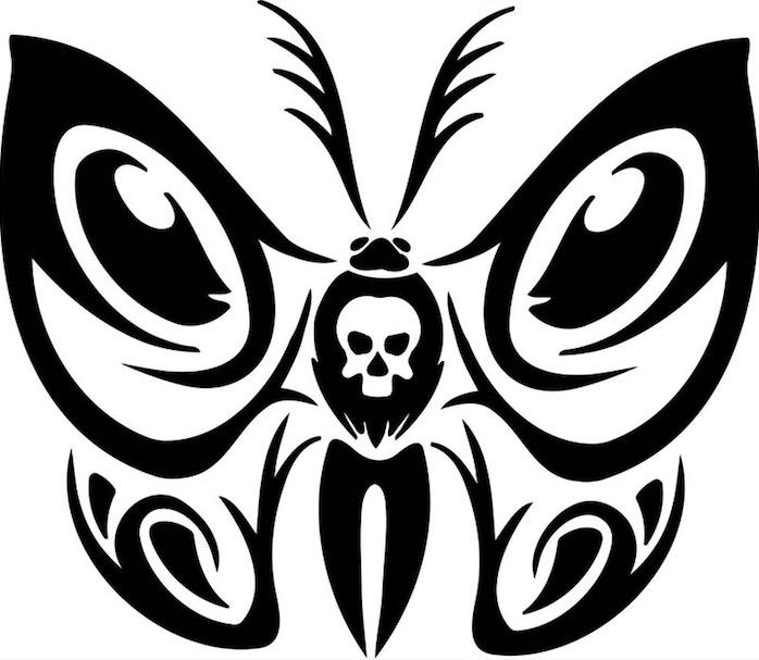 hier finden sie ein weißer totenkopf und ein fliegender schwarzer schmetterling - idee zum thema schmetterling tattoo vorlage