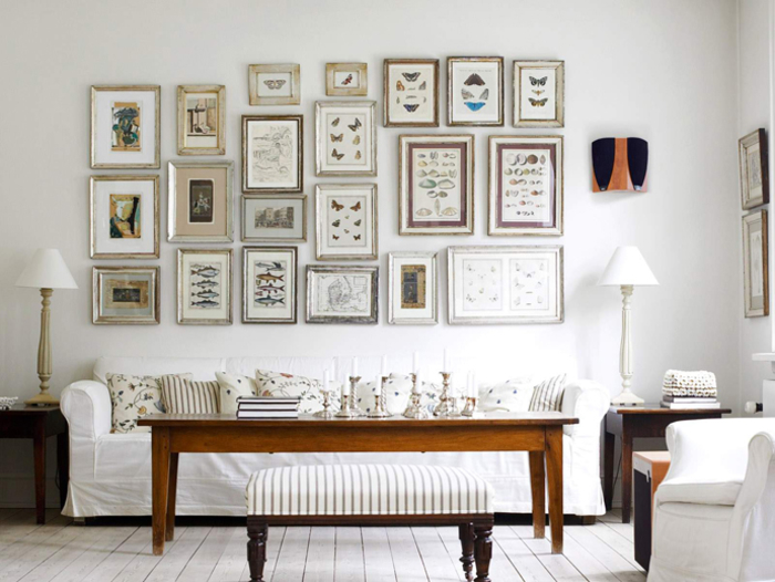 Vintage Einrichtung fürs Wohnzimmer, viele Bilder, weiße Möbel, Kerzenhalter, Nachttischlampen